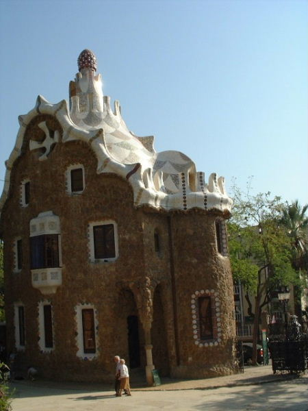 One of the two Efteling-like houses at the entrance of Parc Güell
